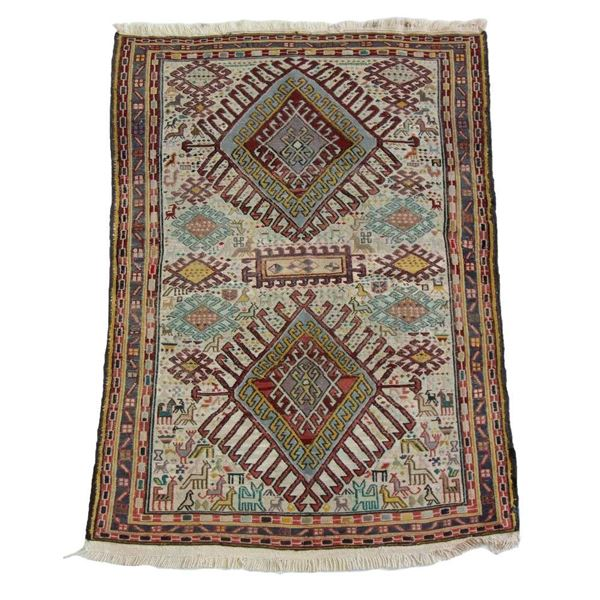 Bring Vintage Charm To You Home With The Sumak Kilim Rug
