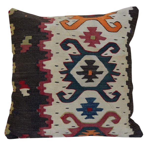 Boho-Chic-Vivi- Kilim-Rug-Pillow 1